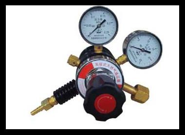气瓶减压器的构造和工作原理1.气瓶减压器的本体是由黄铜 制成.